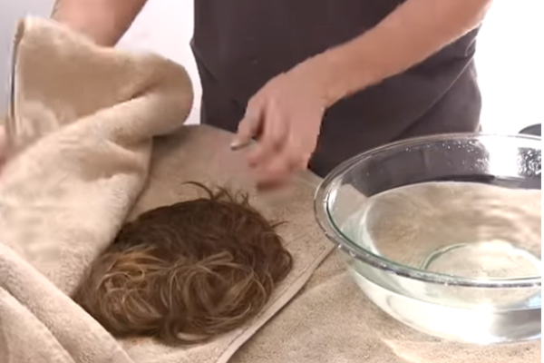 dry wig with towel